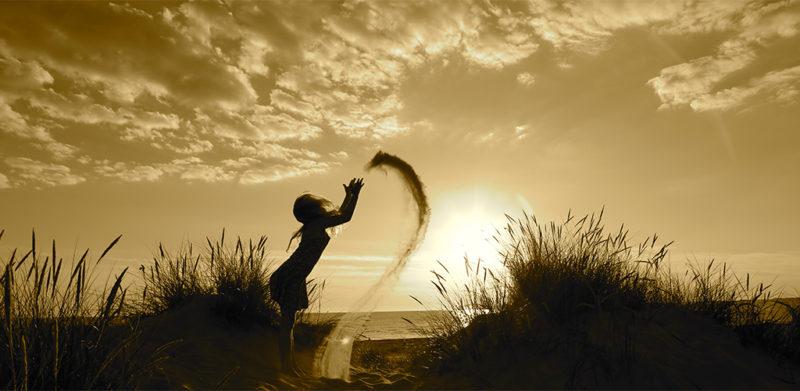 Natur strand pige leger med sand